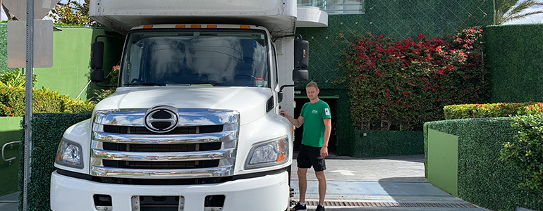 Interstate moving companies Florida - a man and a moving truck
