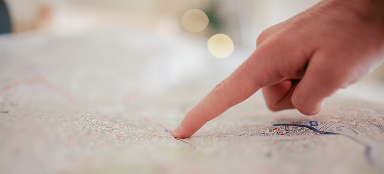 finger pointing at the map where Miramar FL movers need to relocate the belongings