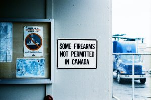 a sign that says not guns allowed in Canada