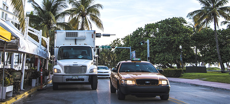 movers providing their Miami moving services