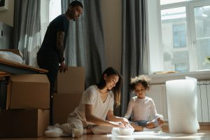 family preparing for moving to one of the popular cities for relocation in Broward County