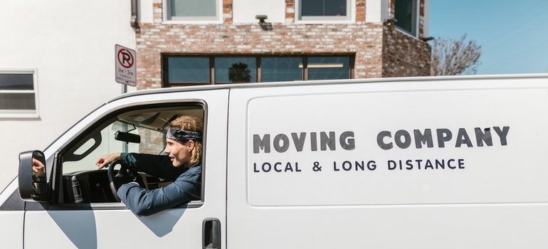 online moving reviews can be helpful when finding a good moving company